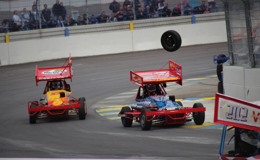 F2 StockCar loose tyre