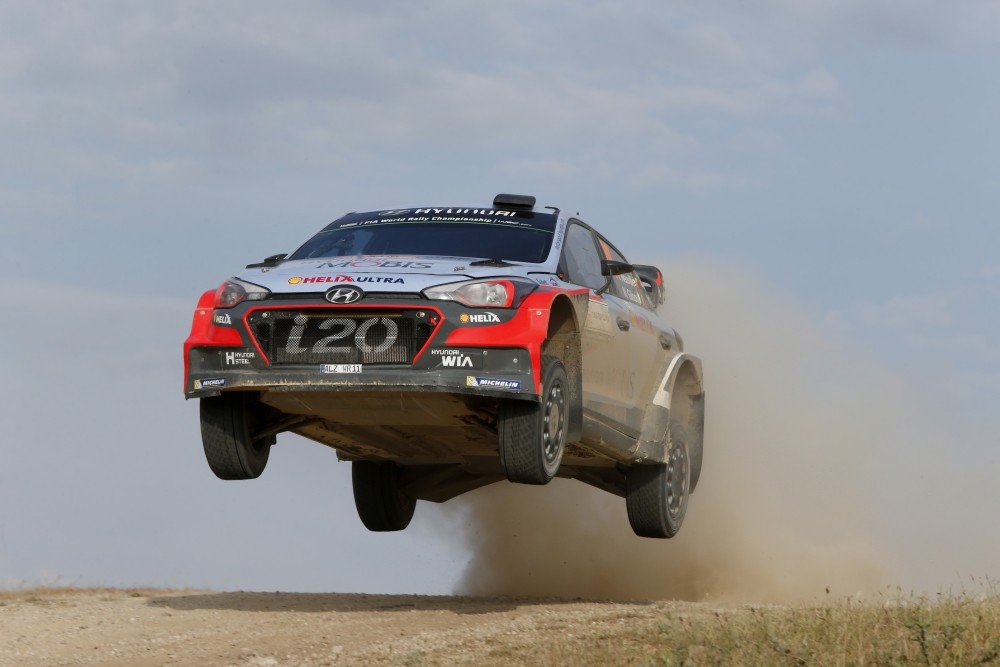 Flying Neuville - Hyundai i20 WRC